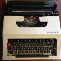 Vecchia Macchina da Scrivere Antares Modello Compact 28